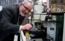 Photo of Dr. Keidar in a lab